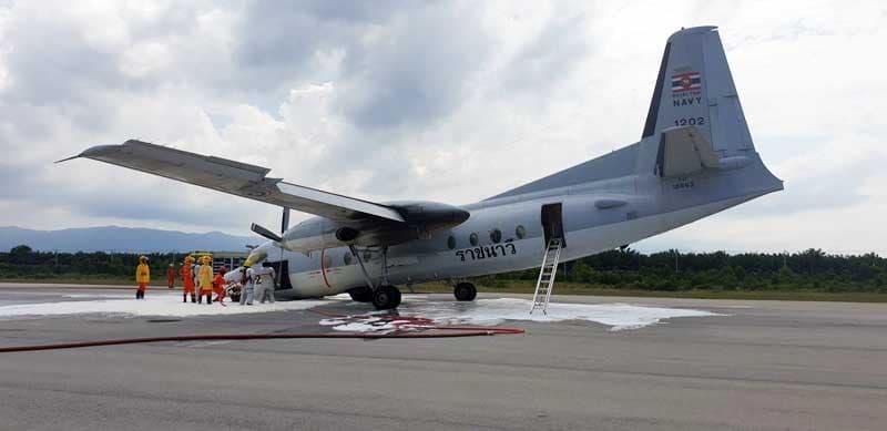 ระทึก! เครื่องบินทหาร ล้อหน้าไม่กาง นักบินประคองลงจอดสนามบินนราธิวาส